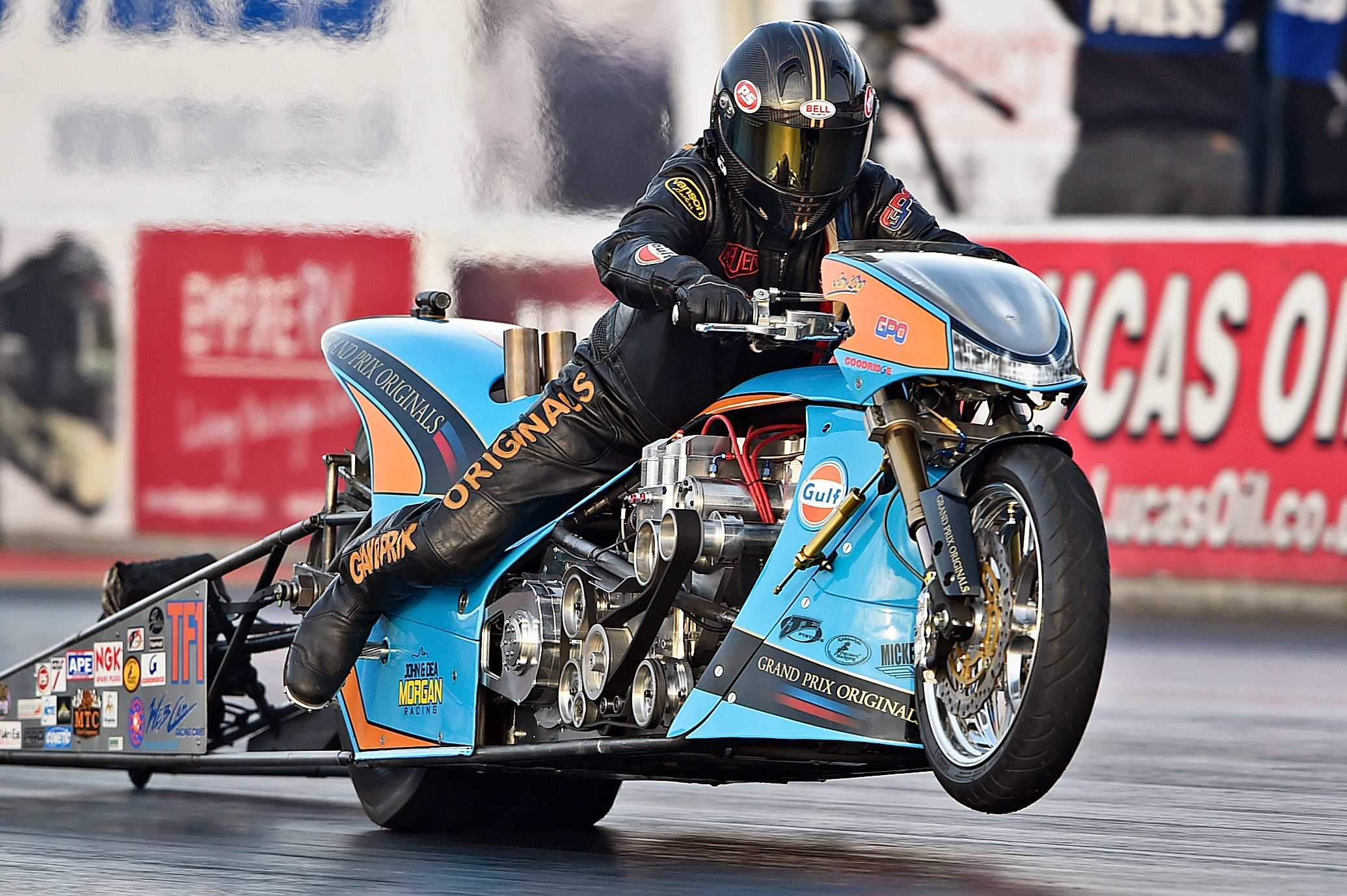 Gulf_Oil_Drag_Racing_Top_Fuel_JE_2